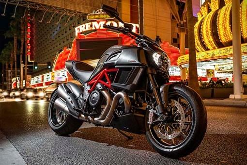 2015-Ducati-Diavel-3