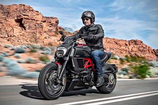 2015-Ducati-Diavel-4