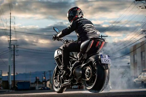 2015-Ducati-Diavel-5
