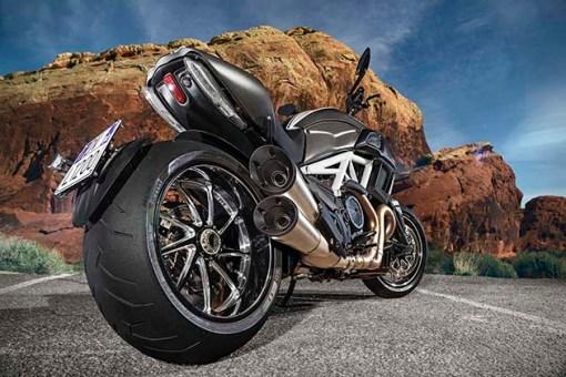 2015-Ducati-Diavel-6