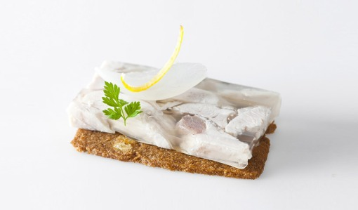 bernard-lahousse-studies-the-science-of-food-pairing-designboom-12