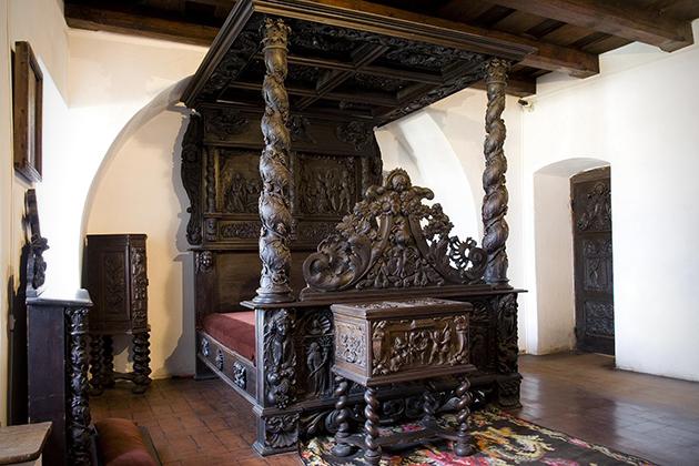 Draculas-Castle-Now-Up-For-Sale-8
