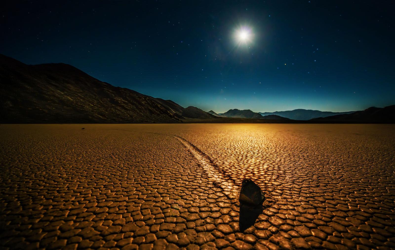 Trey Ratcliff - Death Valley - Mysterious Rocks - low-X3