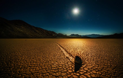 Trey Ratcliff - Death Valley - Mysterious Rocks - low-X3
