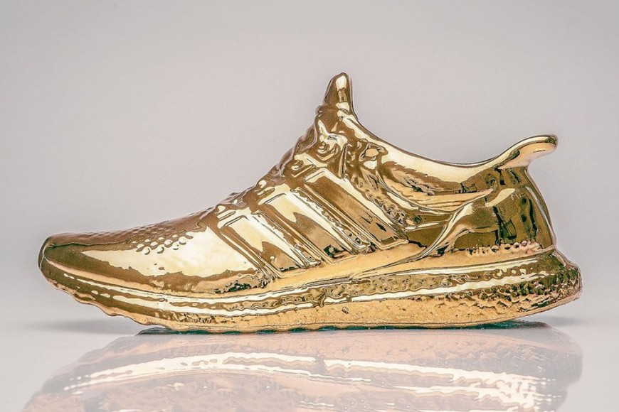artist-creates-gold-dipped-adidas-ultra-boosts-1-870x580