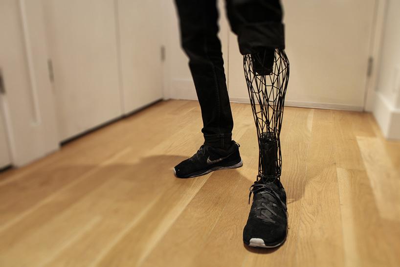 3d-printed-exo-prosthetic-leg-designboom01