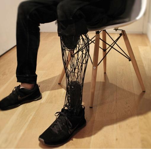 3d-printed-exo-prosthetic-leg-designboom03
