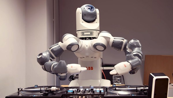 robot-dj-ford-600x341